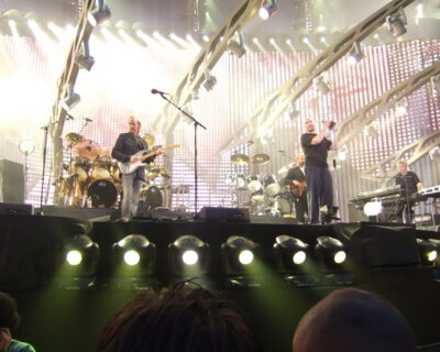 Genesis, ofwel: Phil Collins, Michael Rutherford, Tony Banks, Chester Thompson en Daryl Stuermer.}} |Source=Maikel Koek, via Wikiportrait |Date= |Author=Maikel Koek |Permission={{Wikiportrait|2008041010026495}}